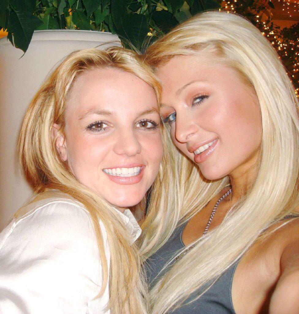 Paris Hilton dit qu'elle a inventé le selfie il y a 14 ans !
