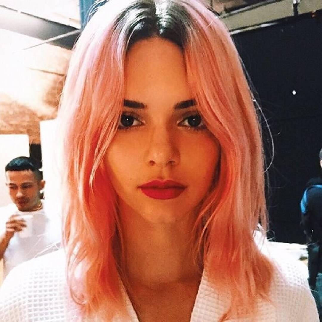 Kendall Jenner cheveux rose