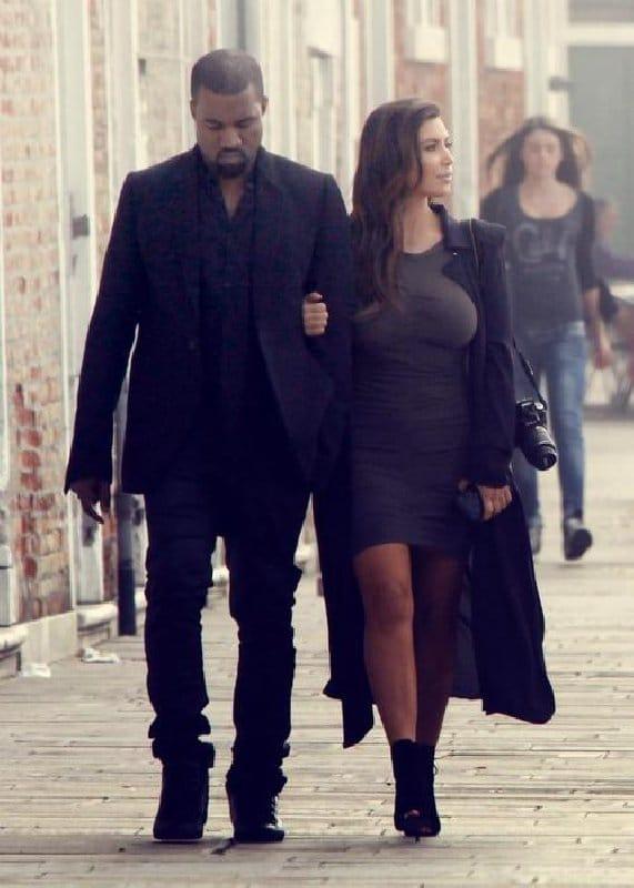 Kim Kardashian et Kanye West - Style, trench-coat noir surdimensionné