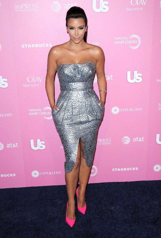 Style Kim Kardashian - Robe métallique et chaussures roses