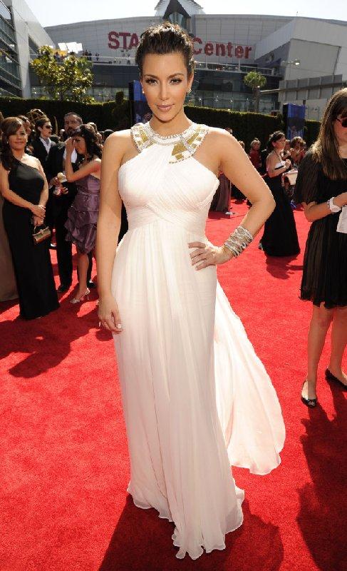 Style Kim Kardashian sur le tapis rouge - Robe blanche